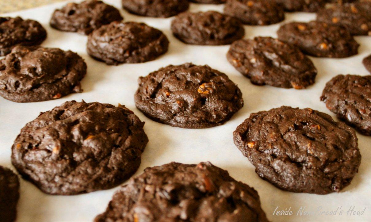 Dark Chocolate Cherry Pecan Cookies | Inside NanaBread's Head