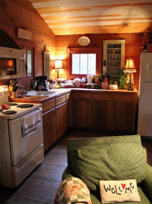 LeakeyTX - Cozy Kitchen