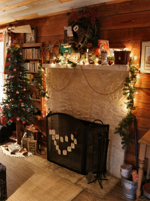 LeakeyTX - Holiday Fireplace