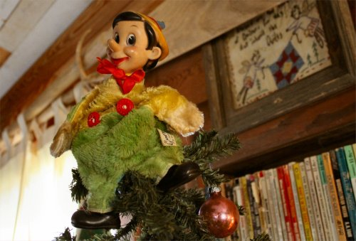 LeakeyTX - Pinnochio Tree Topper