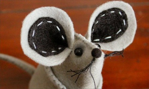 Felt mouse tutorial beady eyes pompom nose