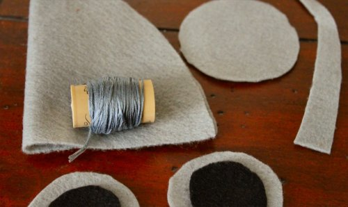 Felt Mouse Tutorial - Pick a Thread That Matches the Body Color