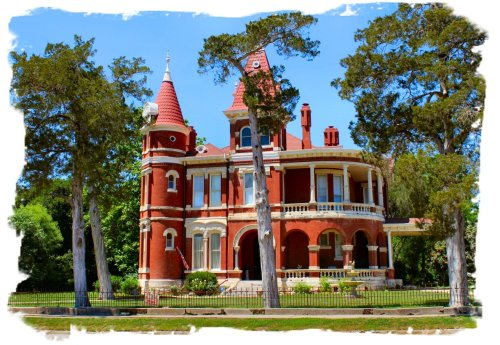 Gonzales - Gorgeous Old Home
