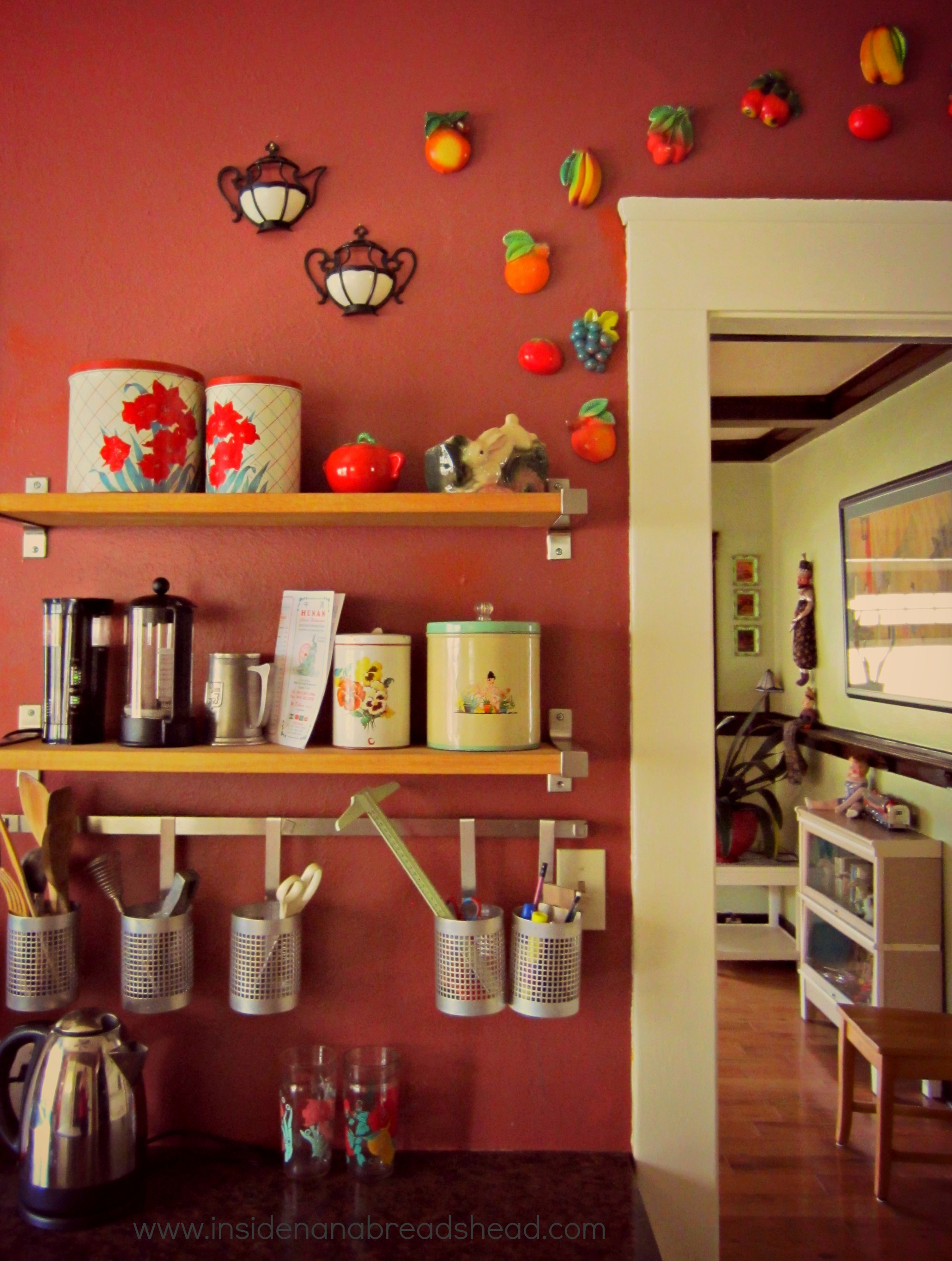 Travel with small children inside nanabread 39 s head for Small childrens kitchen