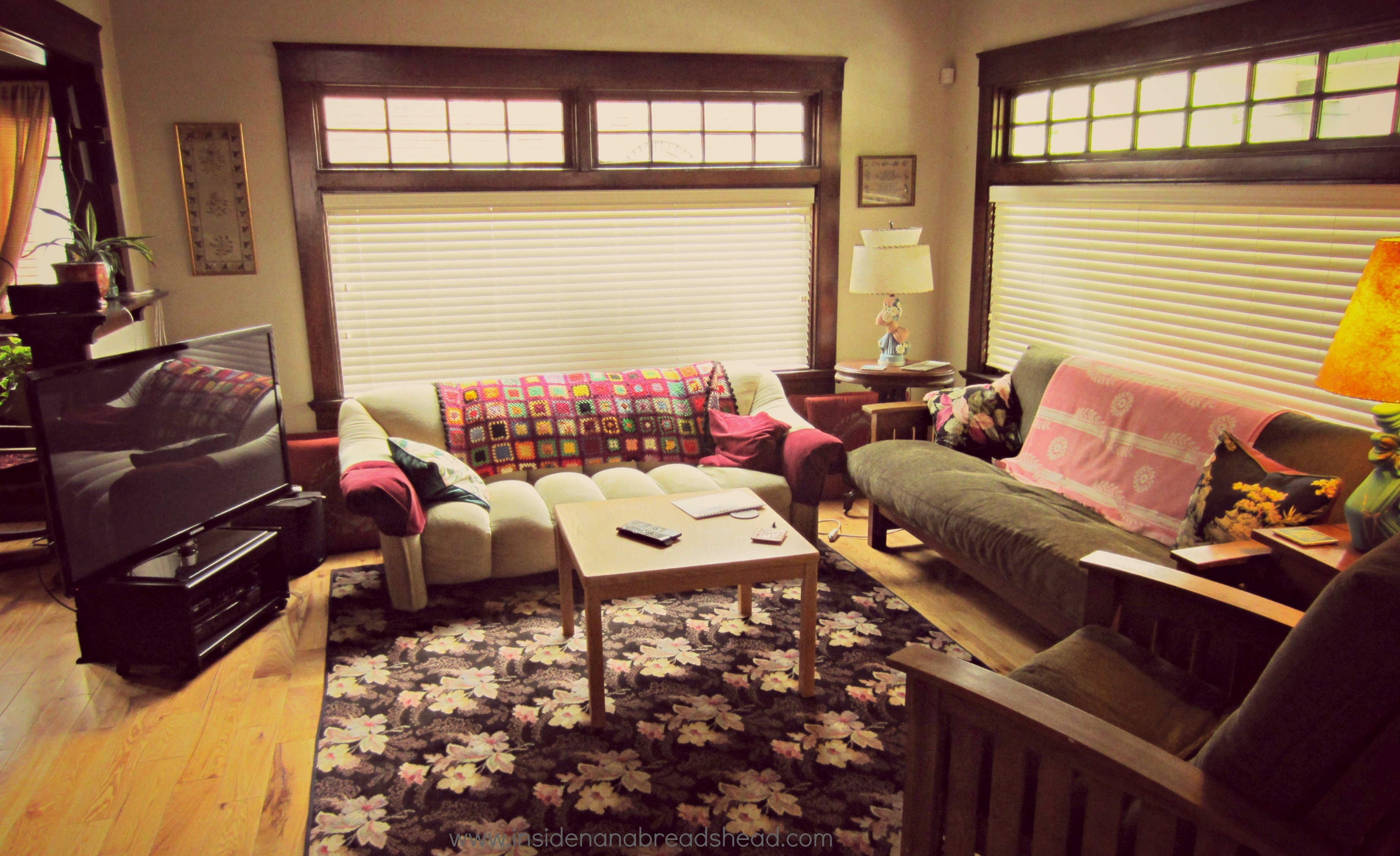 Craftsman style homes inside nanabread 39 s head for Lounge room styling